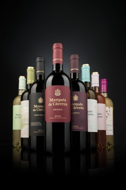 Fotografía de la gama de vinos de Bodegas Marqués de Cáceres para Decanter